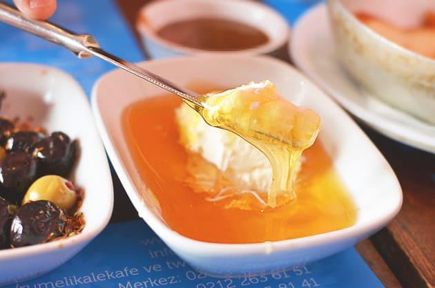 Bal Kaymak (honey and cream) at Kale Cafe (Source: D. Zhang)