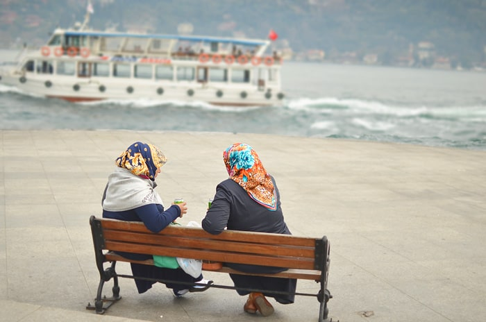 Having a chat along the Bosphorus (Source: D. Zhang)