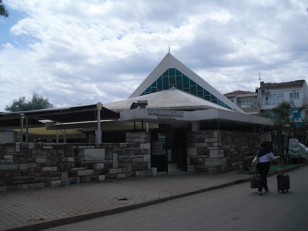 The exterior of the Kınalıada Mosque (Source: S. Brusadin)