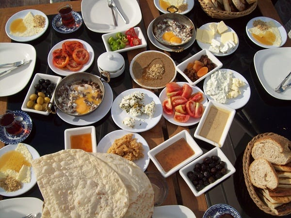 9 Tips to Know Before Visiting a Turkish Home