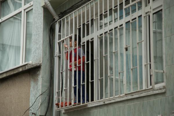 Boy at window, Balat