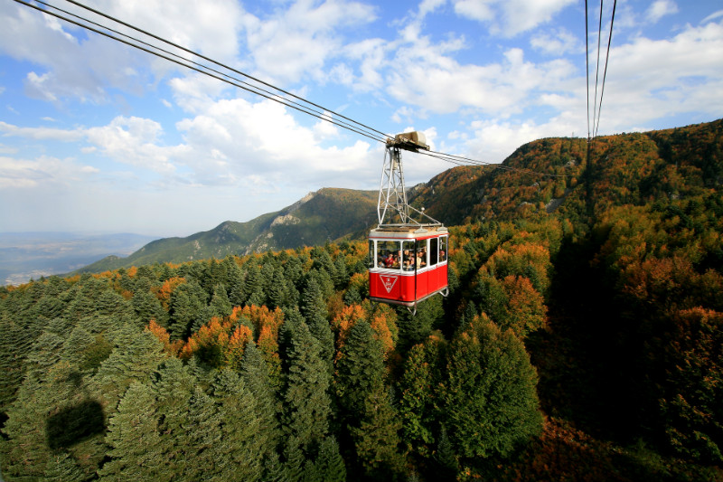 Teleferik in Fall (by Ahmet Baris Isitan (Own work) via Wikimedia Commons CC BY-SA 3.0